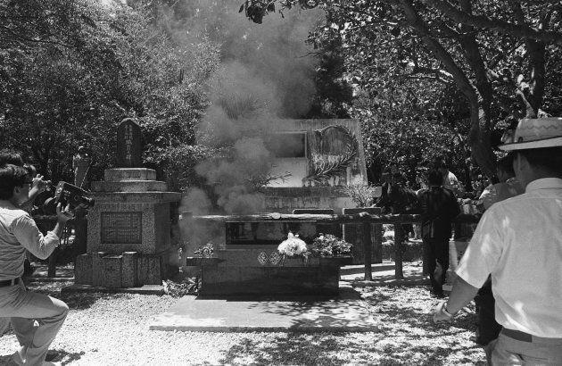 「ひめゆりの塔」で皇太子ご夫妻(天皇、皇后両陛下)に火炎瓶を投げつける事件直後(沖縄・糸満市) 撮影日:1975年07月17日