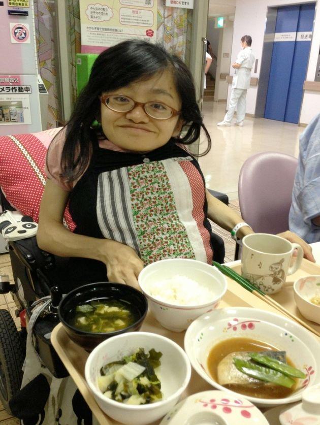 病院のご飯。いつもは小食の私も、赤ちゃんにエネルギーを取られおなかがすき、大人一人前を食べていました。