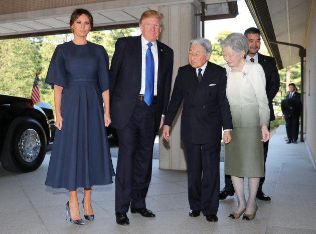 天皇皇后両陛下と会見するメラニア夫人とトランプ大統領