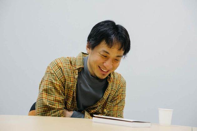 ひろゆき(西村博之)さん。1976年、神奈川県生まれ。中央大学卒。アメリカのアーカンソー州に留学。1999年にインターネットの匿名掲示板「2ちゃんねる」を開設し、管理人になる。いろいろあって、2015年に英語圏最大の匿名掲示板「4chan」の管理人に。著書に「無敵の思考...