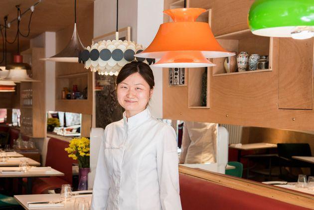神崎 千帆(かんざき・ちほ)さん。パリ12区のレストラン「Virtus」のシェフ(料理長)。調理師学校卒業後、20歳で渡仏。