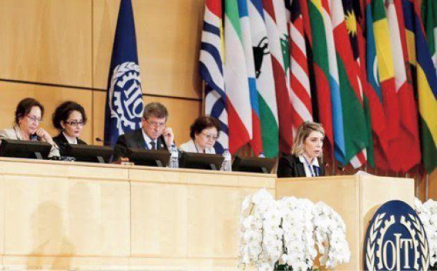 ILO総会にて副議長を務めた筆者(左から4番目)