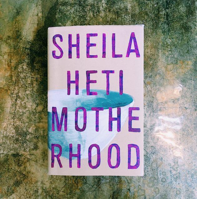 山崎まどかさんお薦めのシェイラ・ヘティー「Motherhood」。三十代のシェイラが子供を産むべきかどうかを考察するオート・フィクション