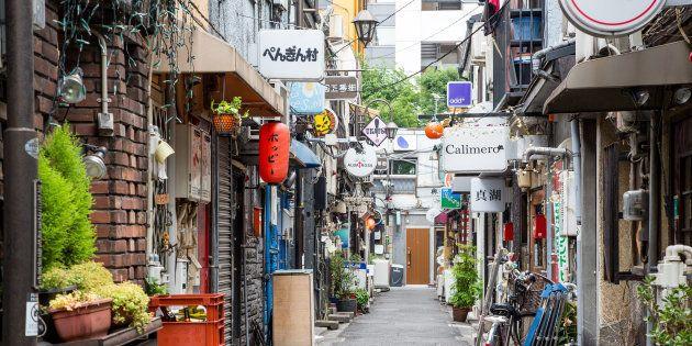 東京・新宿ゴールデン街で「壁の落書きぜんぶ消す」、テレ東で番組放送へ