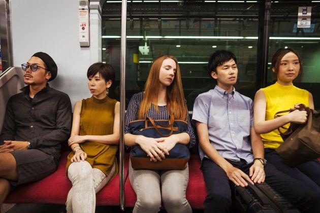 電車での飲食は「日本の恥」なの? 蔓延する