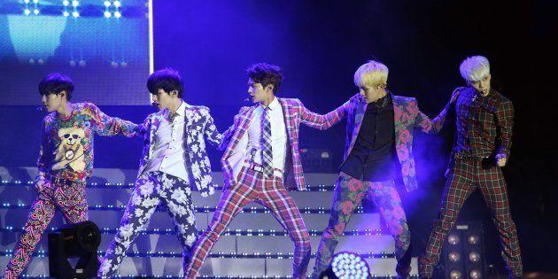 韓国で開かれたK-POPフェスティバルに登場したSHINee(2013年10月6日撮影)
