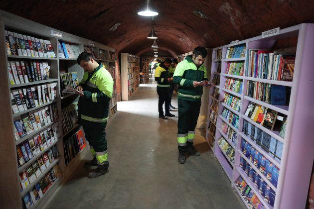 「捨てられた本」を救って、ゴミ収集人たちは図書館を作った