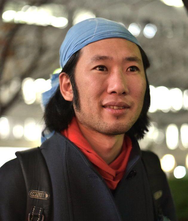 取材に応じる丹羽良徳さん=東京・渋谷