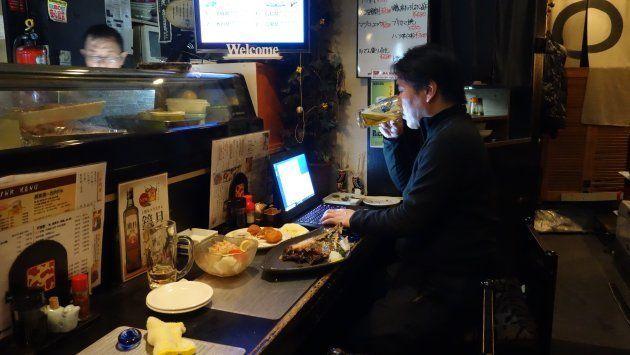 札幌の居酒屋、ほっけで原稿チェック。