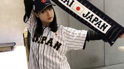 土屋太鳳さんが「侍ジャパン」ユニに着替えたから二度見