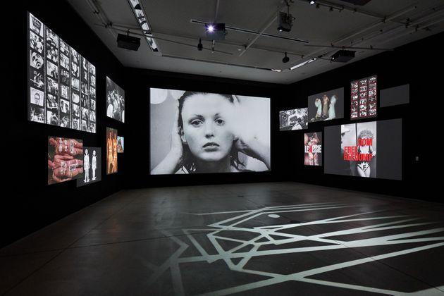 「写真都市展」展示風景(ウィリアム・クライン+TAKCOM「ウィリアム・クライン+TAKCOM, 2018」/Photo: Masaya
