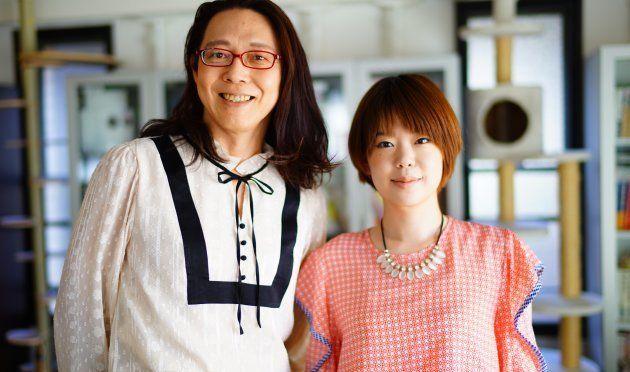 安冨歩さん、松村智世さん。安冨さんが着用しているのはブローレンヂの新作だ。