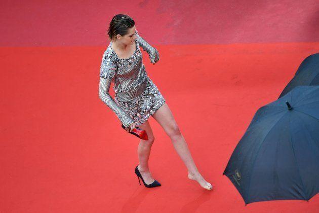 カンヌ映画祭で女優が裸足に… レッドカーペットでハイヒールを脱いだのはなぜ?