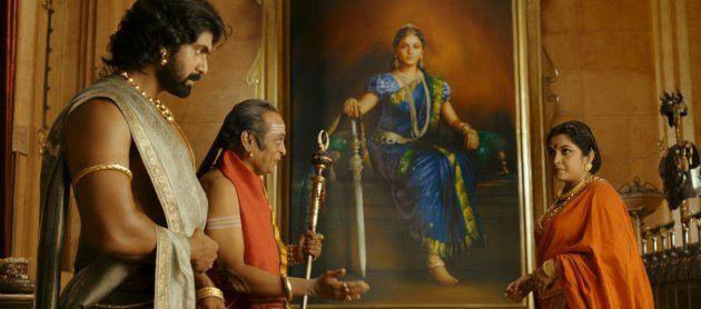バラーラデーヴァ(左)、国母のシヴァガミ(右)