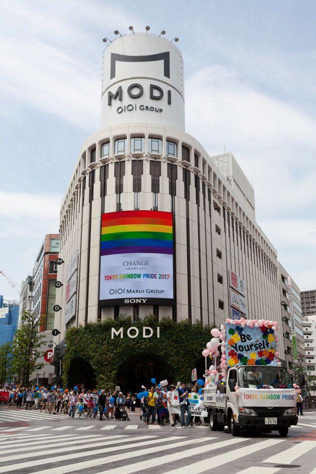 丸井グループは、2016年から「東京レインボープライド」にも参加している。写真は「レインボーウィーク2017」開催中の渋谷モディ。