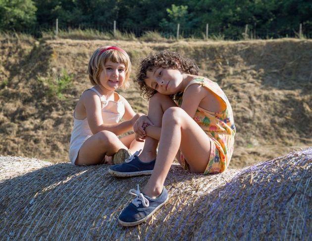 子ども時代の想い出を映画化。31歳新鋭監督の瑞々しい感性が光る『悲しみに、こんにちは』