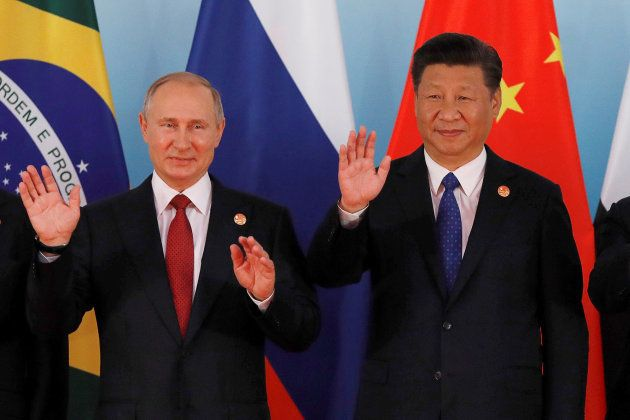 BRICS首脳会議に出席するプーチン大統領と中国の習近平主席=9月5日、中国・アモイ