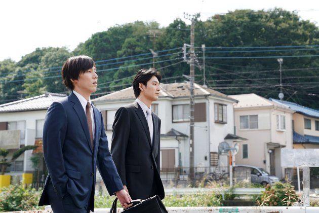 野田洋次郎さん(左)は、瀬川五段の幼馴染役。