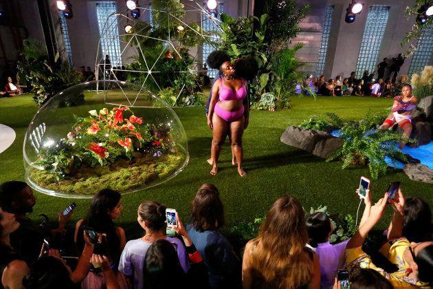 (写真)妊婦のモデルも。リアーナのショーは、多様な「セクシー」を伝えてくれる