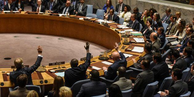 北朝鮮への石油輸出に上限を設けるなどした制裁決議を採択する国連安全保障理事会(2017年9月11日)