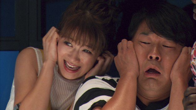 左から、鈴木奈々、藤本敏史(FUJIWARA)