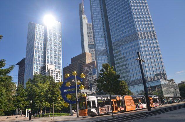 フランクフルト中心部の高層ビル街。欧州中央銀行など国際的金融機関が集中している