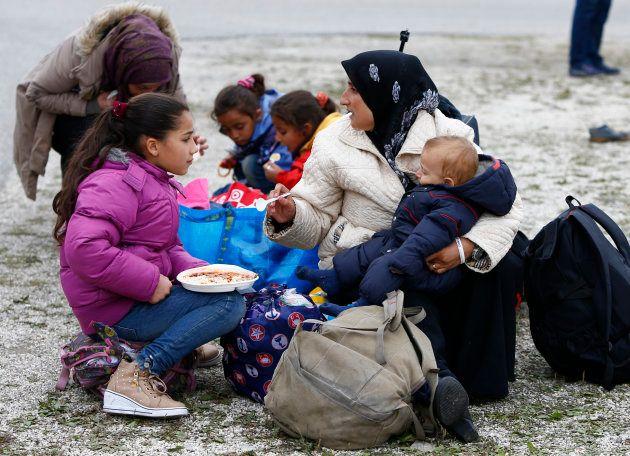 難民キャンプの人たち=2015年9月、ミュンヘン