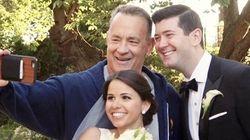 通りすがりのトム・ハンクス、結婚式の記念撮影に乱入(動画・画像)