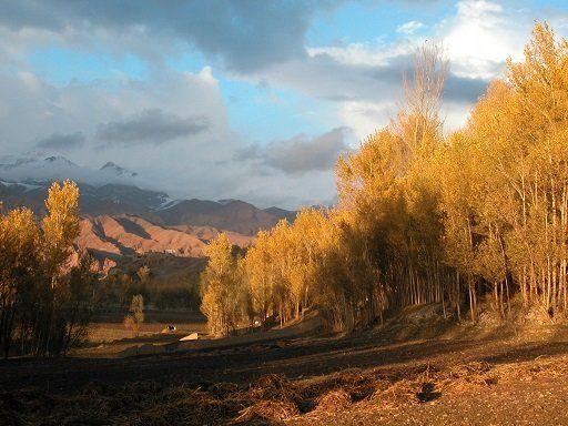 バーミヤン渓谷。季節によりそのその景観は大きく変わる。