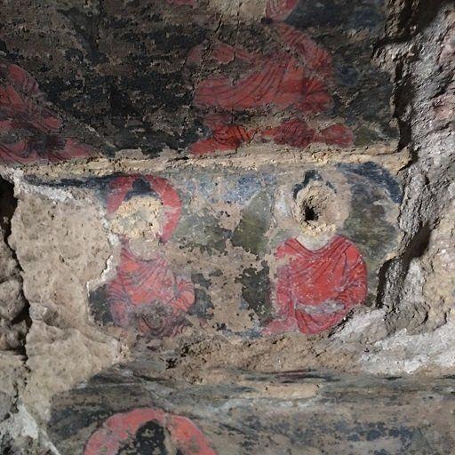 発見された色彩豊かな壁画。何層にも重ねて塗られた油絵技法が既に5~6世紀に使われていることが日本隊によって解明され、西洋の油絵よりはるか昔にこの技法がバーミヤンで使われていたことが学会で発表され大きな反響となった。