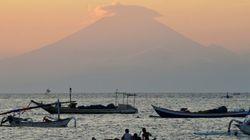 バリ島最大の火山が噴火のおそれ 住民避難を呼びかけ