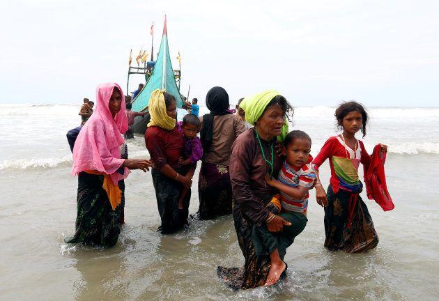 ミャンマーから海路バングラデシュに逃れてきたロヒンギャ難民=2017年9月7日