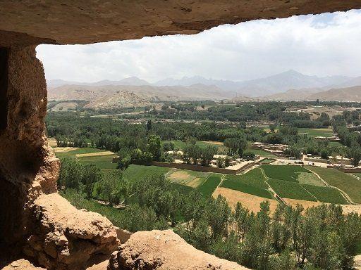 仏がんから眺めるバーミヤン渓谷全景。