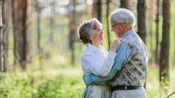 「60年経っても仲良し」本当の愛について、9組のカップルが教えてくれること