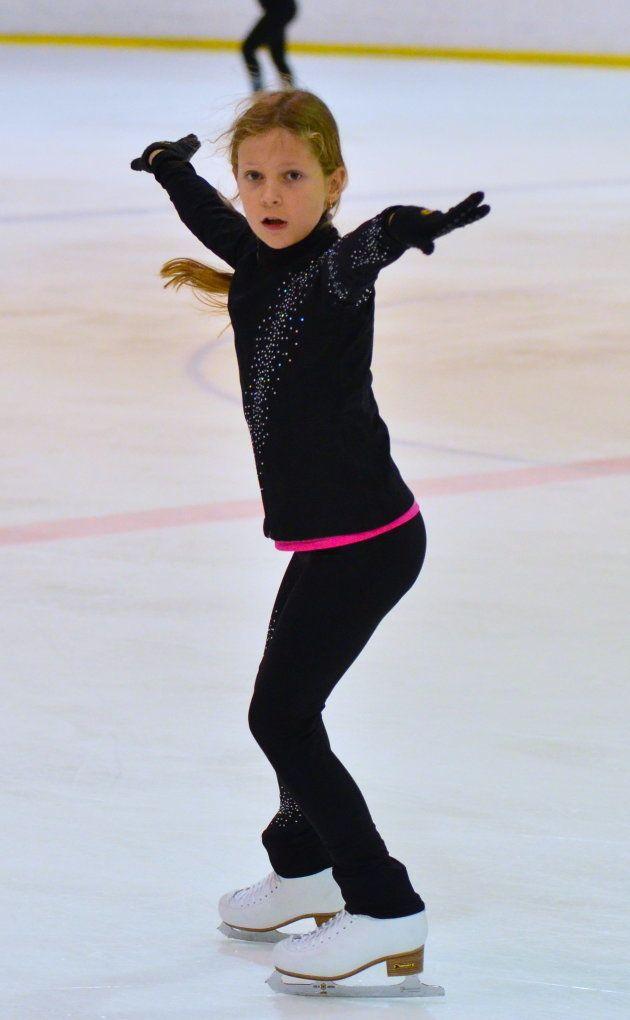 練習に励むロシアの女の子=モスクワの第37青少年特別スポーツ五輪予備校