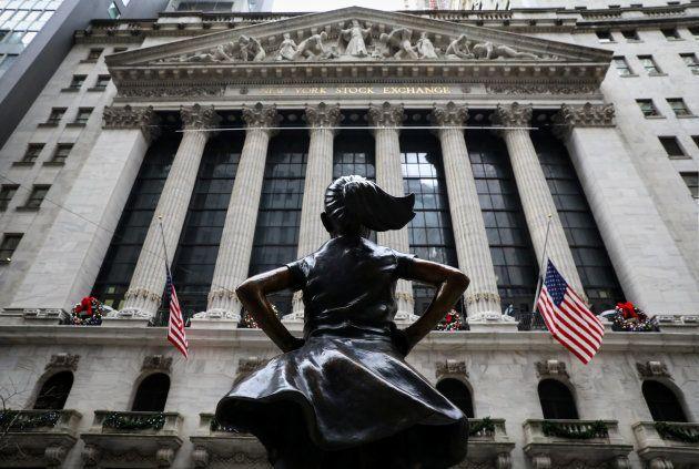 女性の地位向上を訴えたキャンペーンの「少女像」(REUTERS/Brendan