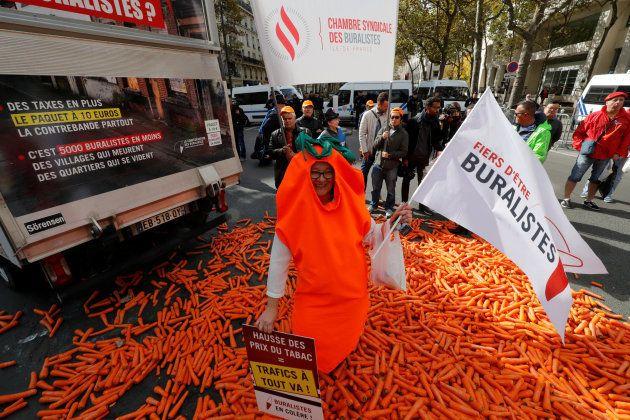 フランスで道路に大量のニンジンがばらまかれる。なぜ? ⇒