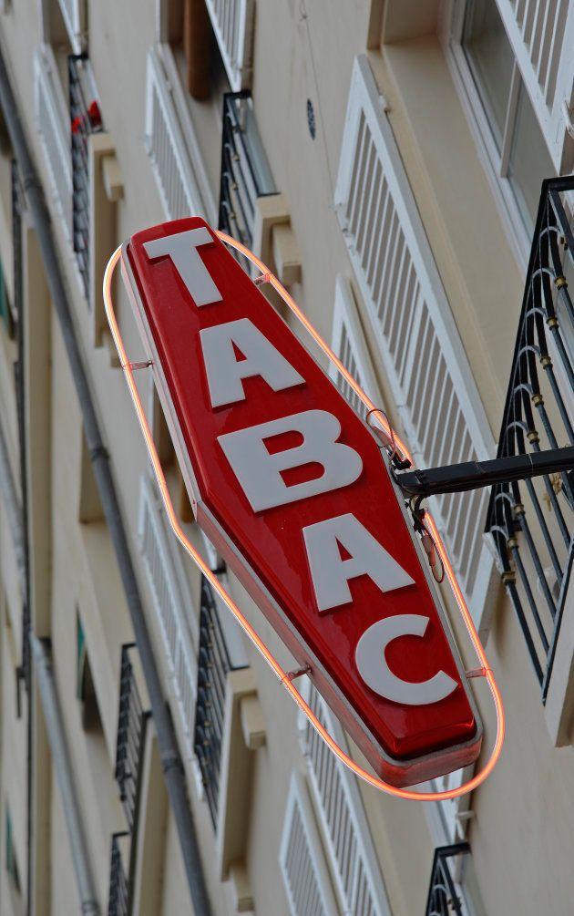フランスでよく目にするたばこ店の看板