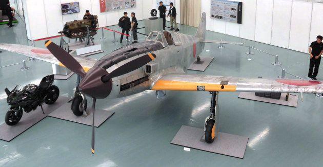 川崎重工業の創立120周年記念事業で、精密に復元された戦闘機「飛燕(ひえん)」=13日、兵庫県神戸市中央区 撮影日:2016年10月13日