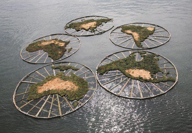 池田一さんが鹿児島・枕崎で手がけた花渡川アートプロジェクト「五輪の浮島が漂着する日」(2008年)