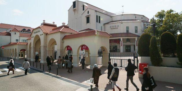 宝塚大劇場前=2014年2月24日、兵庫県宝塚市