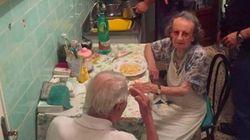 涙を流す老夫婦のために、警察官はパスタを作った。どうして?