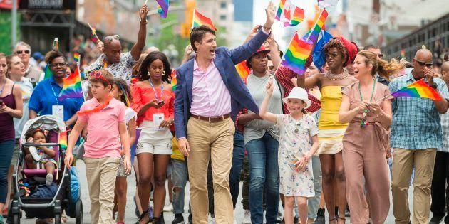 2017年、性的少数者のプライドパレードに参加したトルドー首相と家族