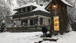 家の前にあった樹齢110年の巨木が腐ってきて…→図書館にしてみた【画像】