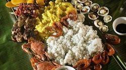 お皿は使わない!テーブル一面に広げてみんなで食べるフィリピンの伝統料理「ブードル・ファイト」を体験しました!