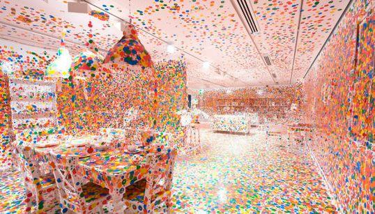 草間彌生、アートの「女王」70周年の巡回展が世界で開催へ(画像)