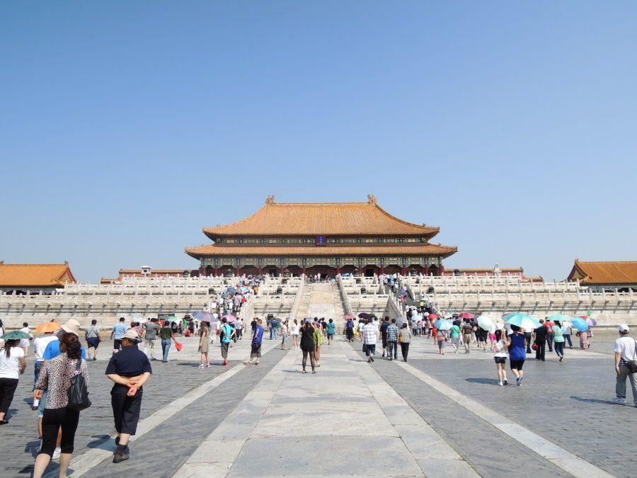 紫禁城の正殿「太和殿(たいわでん)」。皇帝の即位式、元旦など祝日の式典,詔書の頒布など重要儀式が執り行われた。現存する中国最大の木造建築。