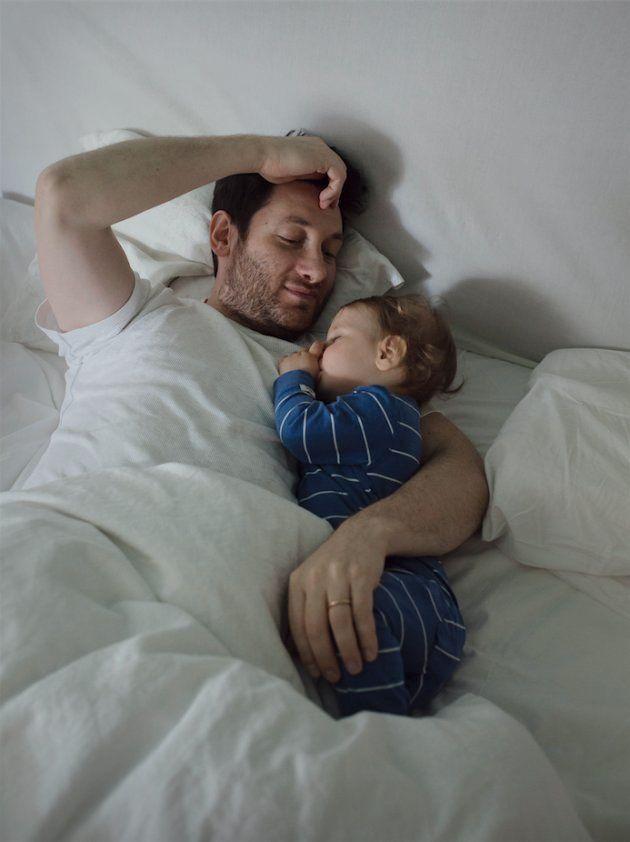 「育児は女性だけの仕事ですか?」スウェーデンの育休パパたちの写真が問う