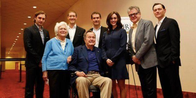 ブッシュ元大統領に痴漢被害を受けたと女優が告白