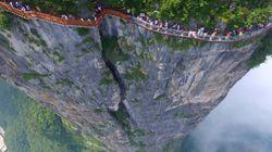 恐怖の絶景。「ガラスの歩道」が崖の上にオープン(画像集)